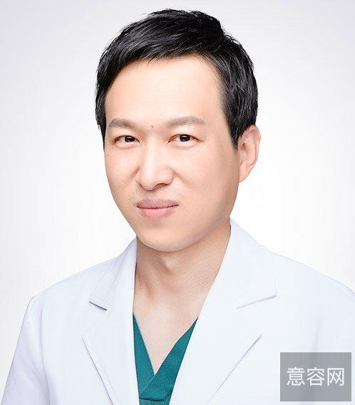 下面是深圳美莱徐占峰医生做过的假体隆鼻真实案例: